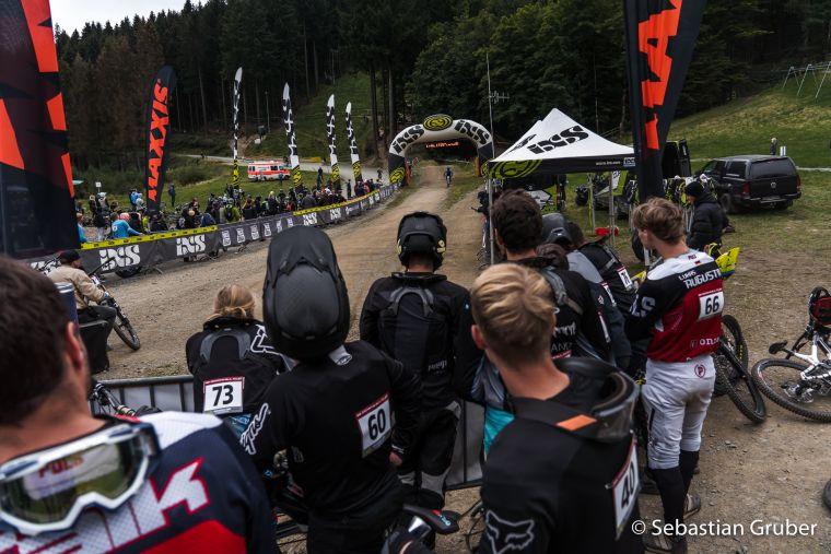 Zielarea der Downhill-Strecke im Bikepark Winterberg