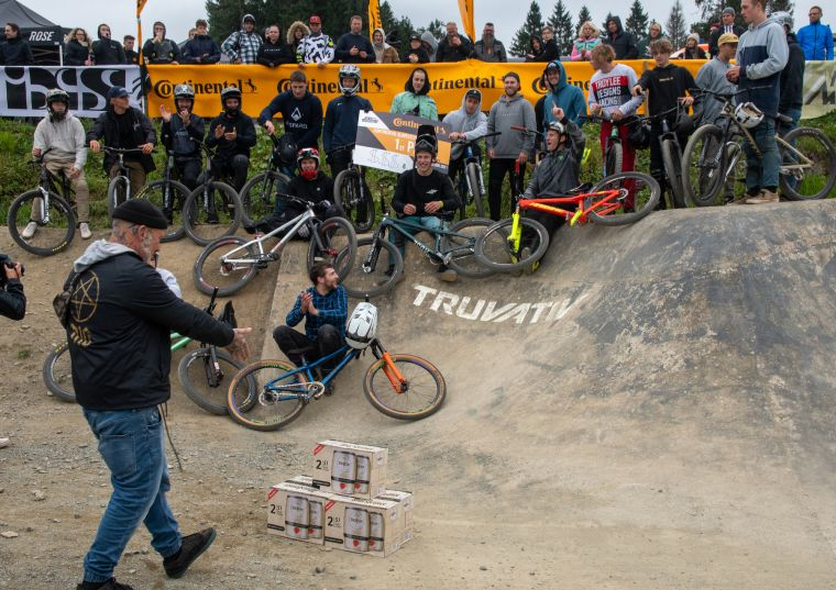 Riders of the Continental Slopestyle Contest at the award ceremony © Tom Krippendorf